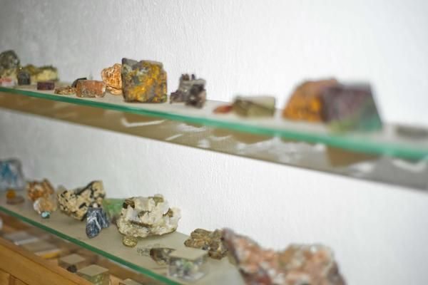In Little Wonder Workshop Selma and Shime have a collection of minerals