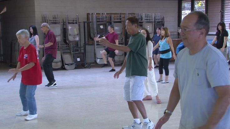 for more tai chi lessons, go to: everydaytaichi.org everydaytaichi lucy & ken teach Yang style tai chi in Honolulu, Hawaii at Kilauea District Park. for more...