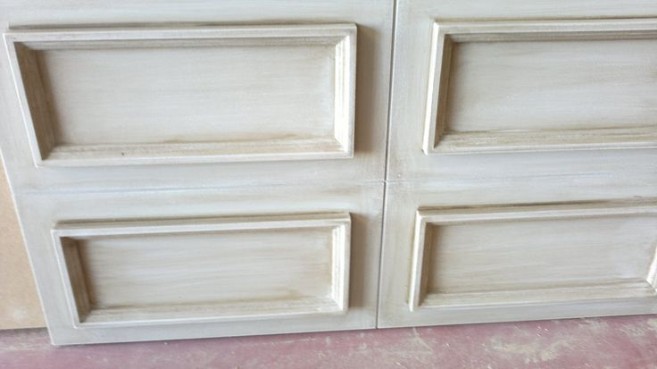 Old White Wooden Furniture Technique