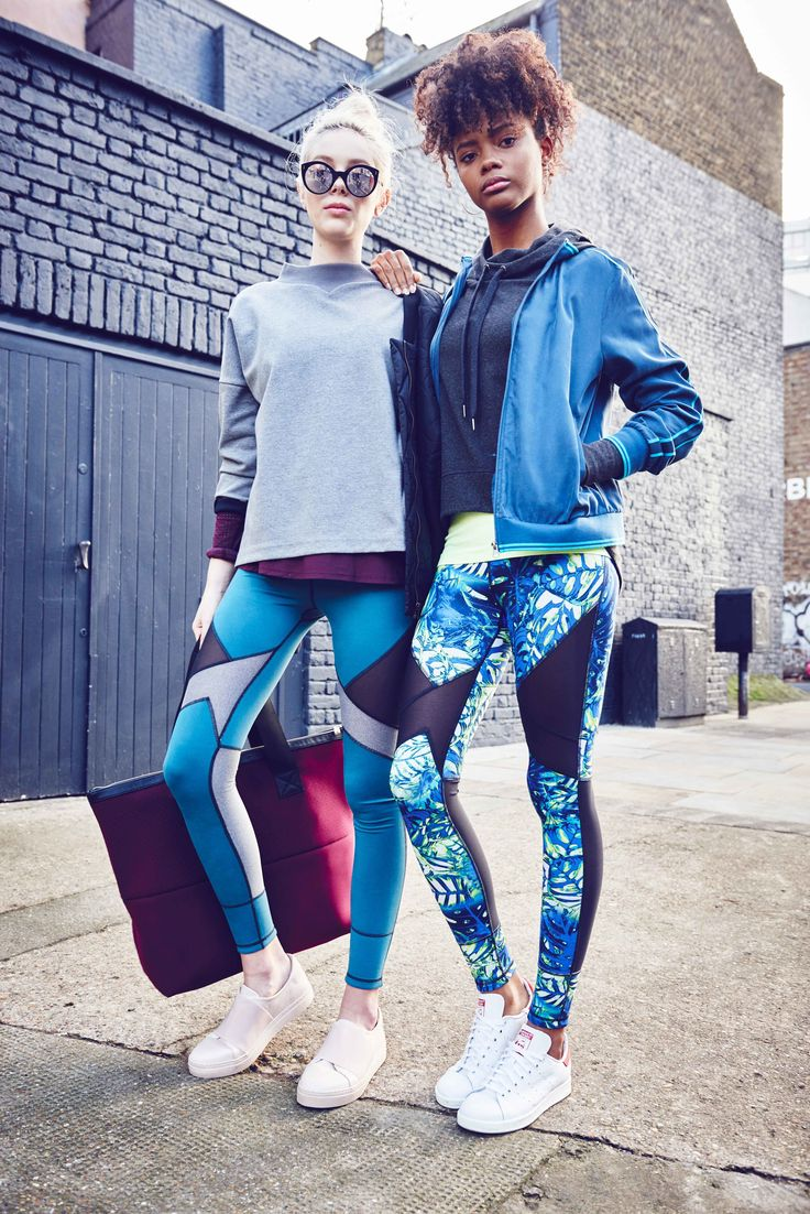 Double your style with new reversible leggings that will take you from workout class to street. Reverse from colour block and prints to chic black for easy styling.