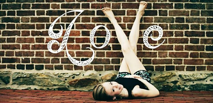 Teen poses, creative photography ideas, photo by MemoriesByRobyn Photography, Maryland/DC/Virginia photographer