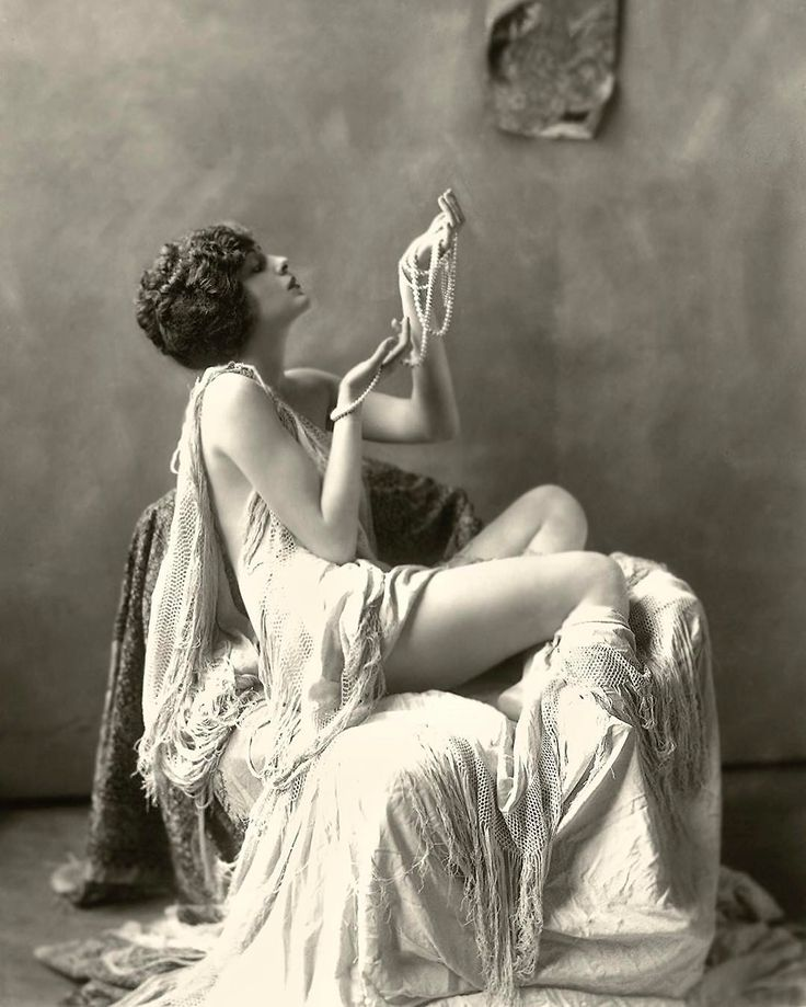 Ziegfeld girl and actress Billie Dove, photographed by Alfred Cheney Johnston, 1920s