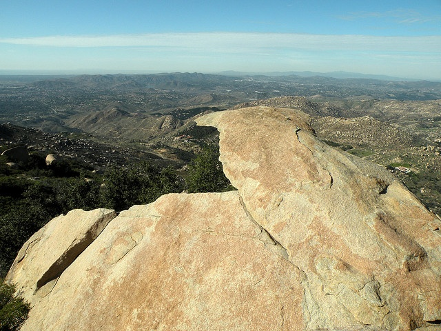 10 Best Hikes in San Diego: Torrey Pines State Reserve, Los Penasquitos Canyon, Double Peak Trail, Palomar Mountain Observatory Trail, Cowles Mountain, Iron Mountain, Cuyamaca Peak Loop Trail, Mount Woodson, William Heise County Park (Julian).