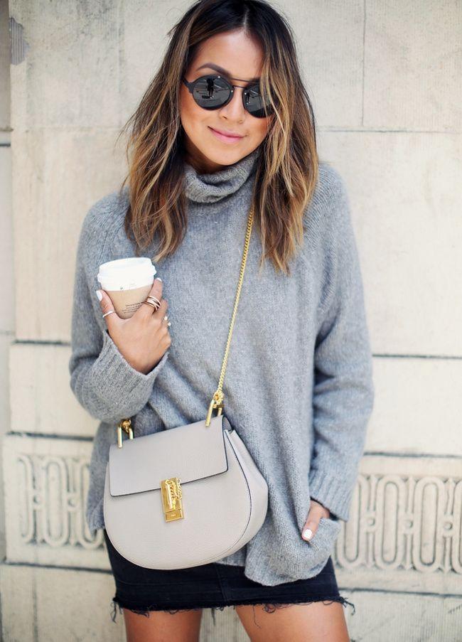 Gros pull + mini jupe + détails dorés = le bon mix (pull Aritzia, sac Chloé - blog Sincerely Jules)