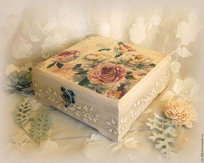 Купить или заказать шкатулка Очарование пионов в интернет-магазине на Ярмарке Мастеров. Деревянная квадратная шкатулка не только для хранения нужных и милых Вам вещей,но и для украшения вашего интерьера.Нежные цветы пионов,светлый фон слоновой кости,рельефный узор,деликатное состаривание делают эту шкатулку лёгкой,прозрачной,слегка выгоревшей на солнце где-то на юге Франции в Провансе. Если Вы найдёте ей место на светлой кухне,можно хранить чайные пакетики,конфетки...…