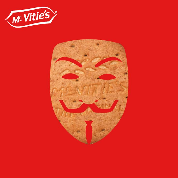 """#LeSaviezVous ? Le 5 novembre l'Angleterre fête la Guy Fawkes Night !   Cet anniversaire célèbre l'échec de la conspiration des poudres contre le Parlement en 1605. Feux d'artifices, défilés, c'est une grande fête populaire qui prolonge un peu l'esprit d'Halloween.  La représentation du visage de Guy Fawkes vous la connaissez ! C'est celle du héros de """"V comme Vendetta"""" la BD d'Alan Moore et David Lloyd qui a été elle-même reprise par un célèbre mouvement hacktiviste."""