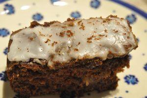 Bagenørden serverer et kagehit i den fedtfattige kategori: chokoladekage i bradepande med tykmælk og æblemos. Fedtfattig og lækker. Svampet, sød og nem at lave