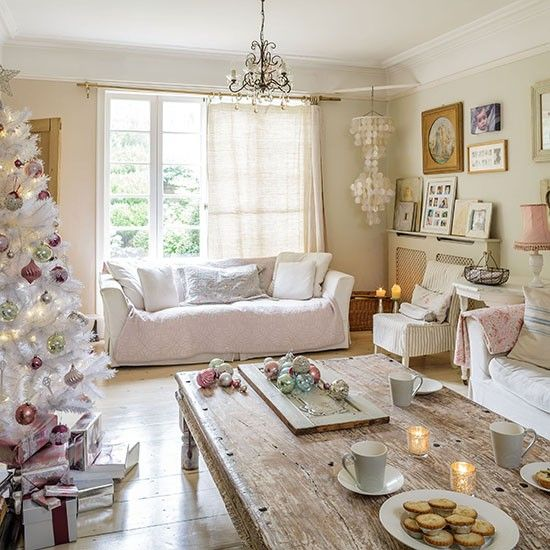 17 best ideas about christmas living rooms on pinterest for Country living kitchen designs