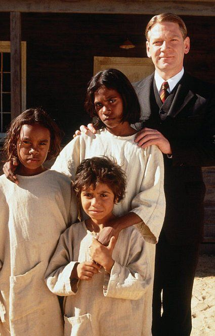 Still of Kenneth Branagh, Laura Monaghan, Everlyn Sampi and Tianna Sansbury in Le chemin de la liberté (2002)