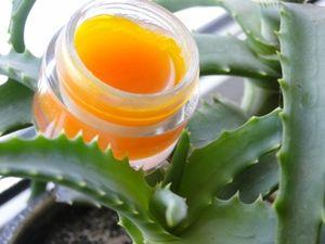 """Бальзам для губ """"Облепиховый"""": 1 ч.л. масла ши 0,5 ч.л. воска 0,5 ч.л. миндального масла 0,5 ч.л. облепихового масла 0,5 ч.л. геля алоэ вера 0,5 ч.л. меда по 2-3 капли витамина Е и эм грейпфрута"""
