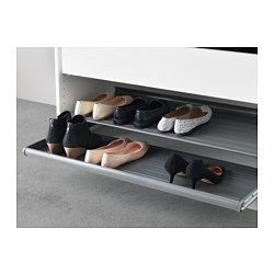 IKEA - KOMPLEMENT, Uittrekbare schoenenrek, 100x58 cm, wit, , Gratis 10 jaar garantie. Raadpleeg onze folder voor de garantievoorwaarden.Het schoenenrek helpt je de ruimte maximaal te benutten omdat deze verschillende niveaus heeft. Laarzen en hogere schoenen kunnen vooraan en lagere schoenen helemaal achteraan.Je schoenen zijn makkelijk te zien en te pakken omdat de plank uittrekbaar is.De dichte bodem voorkomt dat er vuil buiten de plank valt.Slijtvast en eenvoudig te reinigen.