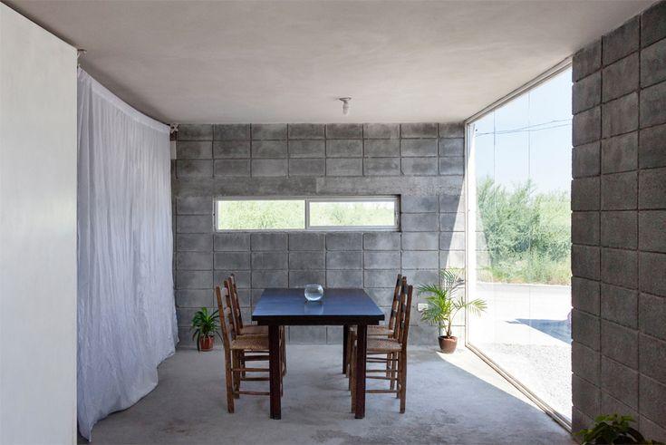 Casa Caja / S-AR stación-ARquitectura + Comunidad Vivex Zaujímavé riešenie aplikovateľné pre Slovenské podmienky pre bývanie pre sociálne rodiny. Potreba zateplenia z exteriéru - KZS EPS / MW+drevený rošť a fasáda z lokálnych zdrojov.