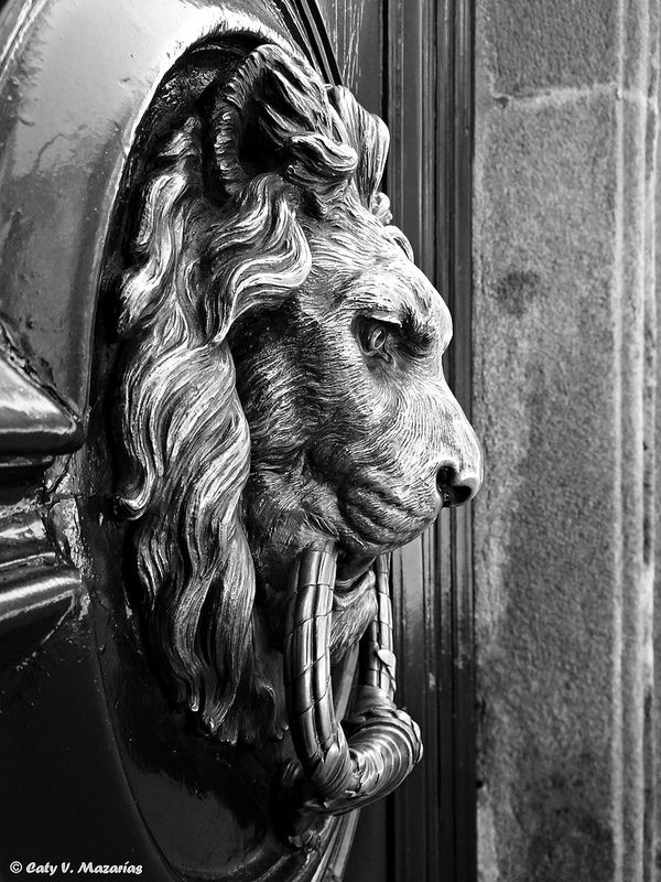 Aldaba típica | by Caty V. mazarias antoranz (WHAT A DOOR KNOCKER )