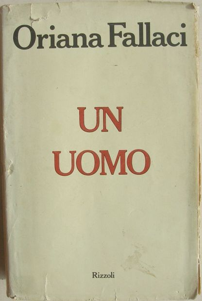 Oriana Fallaci, Un uomo - Lungo è il silenzio che gela il suono di una frase molto temuta o molto agognata, nel bene e nel male, mentre il cervello tace e il corpo si paralizza, non si muovono i piedi, non si muovono le braccia, non si muove la testa e nemmeno la lingua: non batte che il cuore.