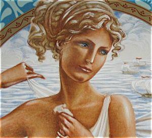 HELENE, épouse de Ménélas, est la fille de Leda, femme du roi Tyndare, roi de Sparte et du dieu Zeus. Celui-ci prit l'apparence d'un cygne pour séduire sa mère. La beauté d'Hélène attire très tôt les convoitises. A 12 ans, elle est enlévée par Thésée. Délivrée par ses frères Castor et Pollux, elle se marie à Ménélas, frère d'Agamemnon, roi de Mycènes. Paris, amoureux de la jeune femme l'enlève ce qui déclenche la Guerre de Troie.