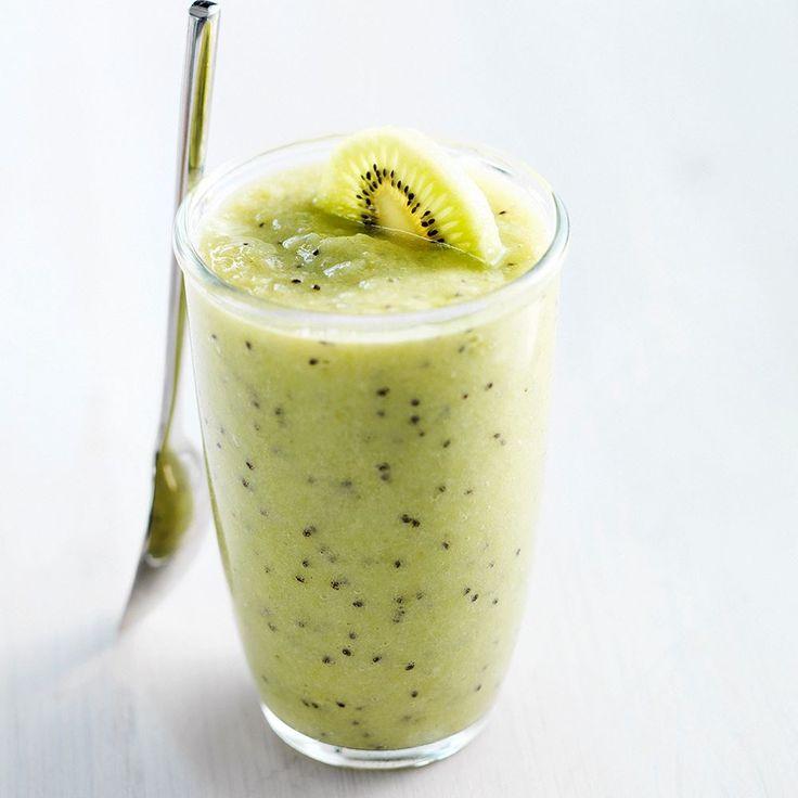 Afbeelding van drievruchten smoothie  INGREDIËNTEN 1 banaan 1 sinaasappel 4 kiwi's ½ komkommer