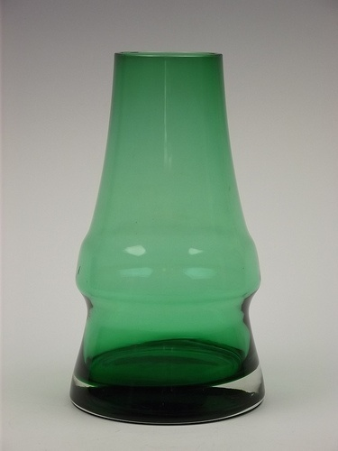 Riihimaki 'Piippu' green cased glass vase designed Aimo Okkolin