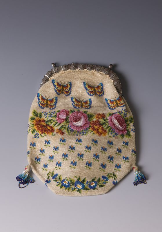 Torebka zdobiona szklanym paciorkami // The bag decorated with glass beads