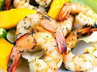 Салаты с морепродуктами оригинально дополнят твое праздничное меню. Изучай вкусные рецепты!