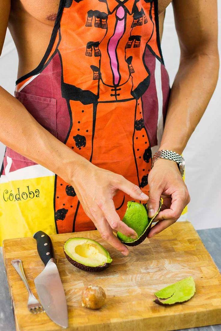 Naked Nick prepara il guacamole messicano, ricetta originale
