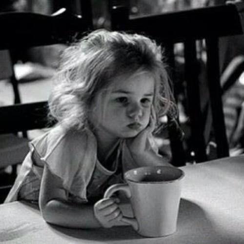 TOY TRISTE..mika D. Tomare nuestro cafe;con part.d.feno:y? Mando? una☔lluvia de cariñitos,k no falten 71099nubes llenas de besitos :+=Umm tkm&&&Tu H.mika M.