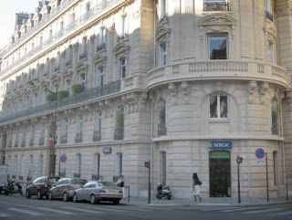 "Gabinete de Curiosidades: ""Em Busca de Monsieur Proust."" The blog is also in English! Excellent time-line with pictures."