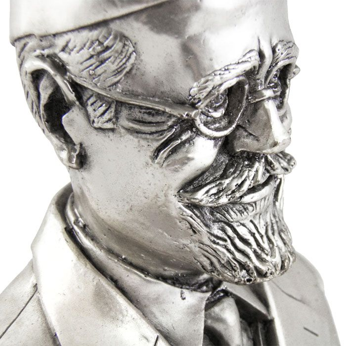 Bust of Eleftherios K. Venizelos. Venizelos was a Greek politician who served as Prime Minister of the Cretan State and seven times Prime Minister of Greece. Dimensions: 10cm x 15cm Silver-plated Copper Bust