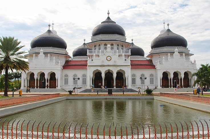 The 7 elegant black domes, white-painted walls, 4 minarets, and the main minaret are some unique and special features of the Baiturrahman Grand Mosque. In front of the mosque, wellknown worldwide for its magnificent architecture and its history, one can see the pond protected by a short iron fence. The fame of this mosque surged when during the 2004 tsunami that devastated Aceh, the mosque remained miraculously intact when a record number of people took refuge here while the raging waters…