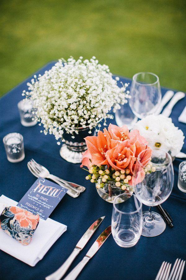 装花は色味を抑えてナチュラルお洒落な雰囲気に♡ 紺色がテーマの披露宴・二次会・1.5次会のアイデア☆