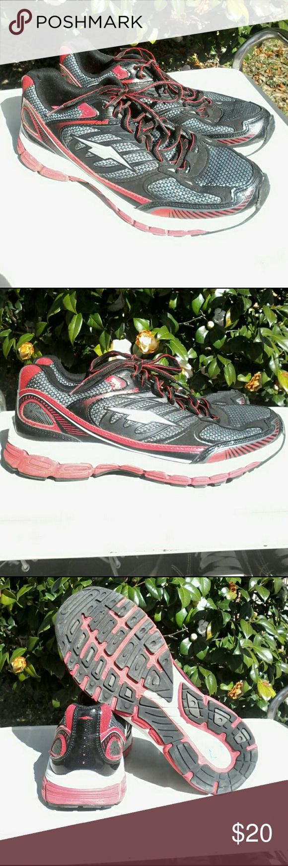 AVIA Cantilever running/ cross train sneakers Fabulous pair of very clean and sanitary pre-owned AVIA Cantilever runners /cross train shoes in size 9.5 these are super!... only obvious sign of limited use is soil on sole. Avia Shoes Sneakers