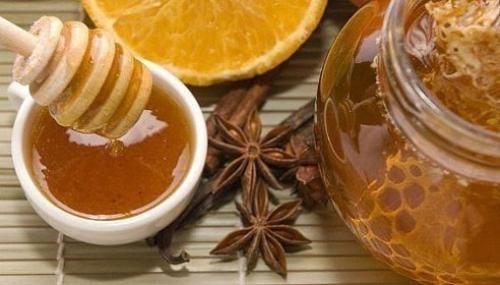 Помните, что мед должен быть очень качественный, и он должен быть не пастеризованным, чтобы сохранились все полезные ферменты. Пастеризованный мед указан Pure, а сырой мед - raw. Применение корицы с м...