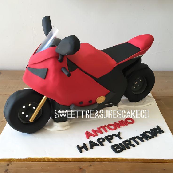 Celebrated a very Happy birthday birthday for Antonio with lemon poppy seed with cheesecake filling motorbike cake... Yes! fun was had while making this cake 😂😂.  #bestcakesintown #customcakes #sweettreasurescakeco #sweettreasures #cake  #creativecakes #celebrations #antigravitycake #ducati #antonio #party #birthday