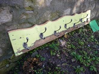 Handmade vintage pine country kitchen coat rack (Ref. SH0166), hooked on hooks