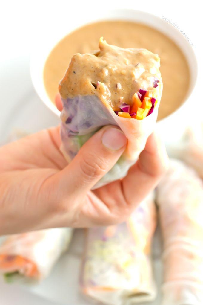 Los rollitos de verano o rollitos vietnamitas son muy parecidos a los rollitos de primavera pero en este caso están hechos con papel de arroz y no están cocinados, por lo que son más ligeros y sanos. Han sido todo un descubrimiento para nosotros, la comida asiática nos encanta y esta versión de rollitos es...Sigue leyendo »