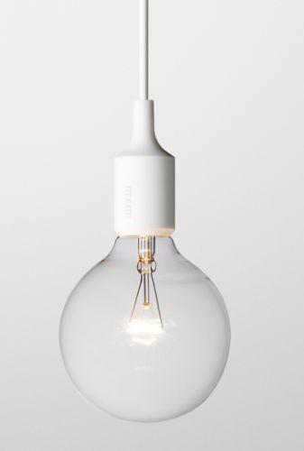 Lampen E27, designet av Mattias Ståhlbom i 2008,kan brukes alene i sin enkelhet, i rekker eller sammen i en klynge. Lampen er laget av vulkanisert silikongummi under høy temperatur. 4 meter ledning som er ekstrudert. Kun til innendørsbruk :)Med lyspære.