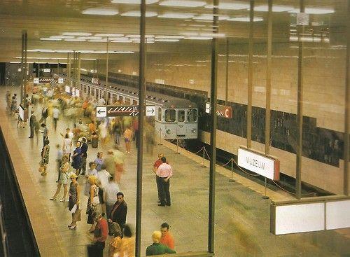 Stanice metra Muzeum (1974)