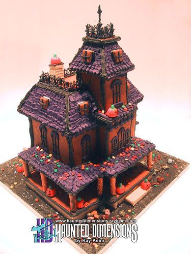 The Cookie gingerbread house - Phantom Manor (the haunted house, haunted mansion from Disneyland)  - Download PDF templates HERE - For those who don't know, The Phantom Manor is the name of the Haunted Mansion attraction at Disneyland Paris. #disney #halloween #gingerbreadhouse