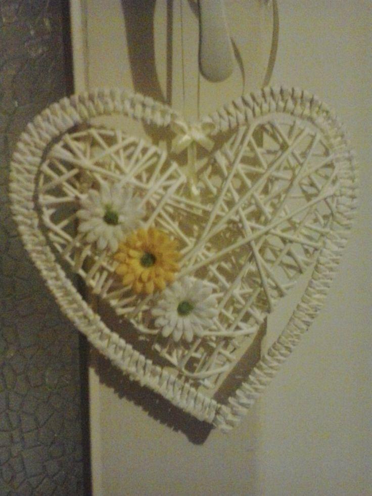 Duże serce z wikliny papierowej