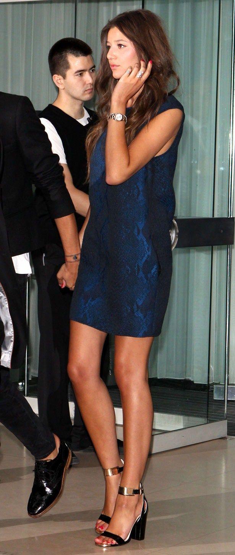 Louis Tomlinson's girlfriend Eleanor Calder rocks Topshop at 1D premiere   heatworld.com