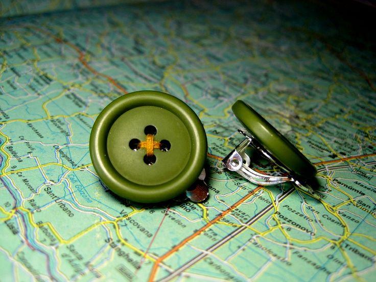 Clip Bottone Verde Filo Giallo di L'atlante dei Bottoni Bijoux su DaWanda.com