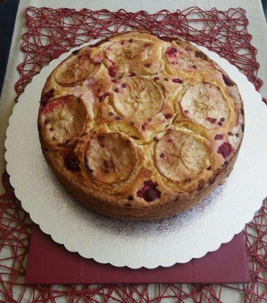 Apple and Berry teacake
