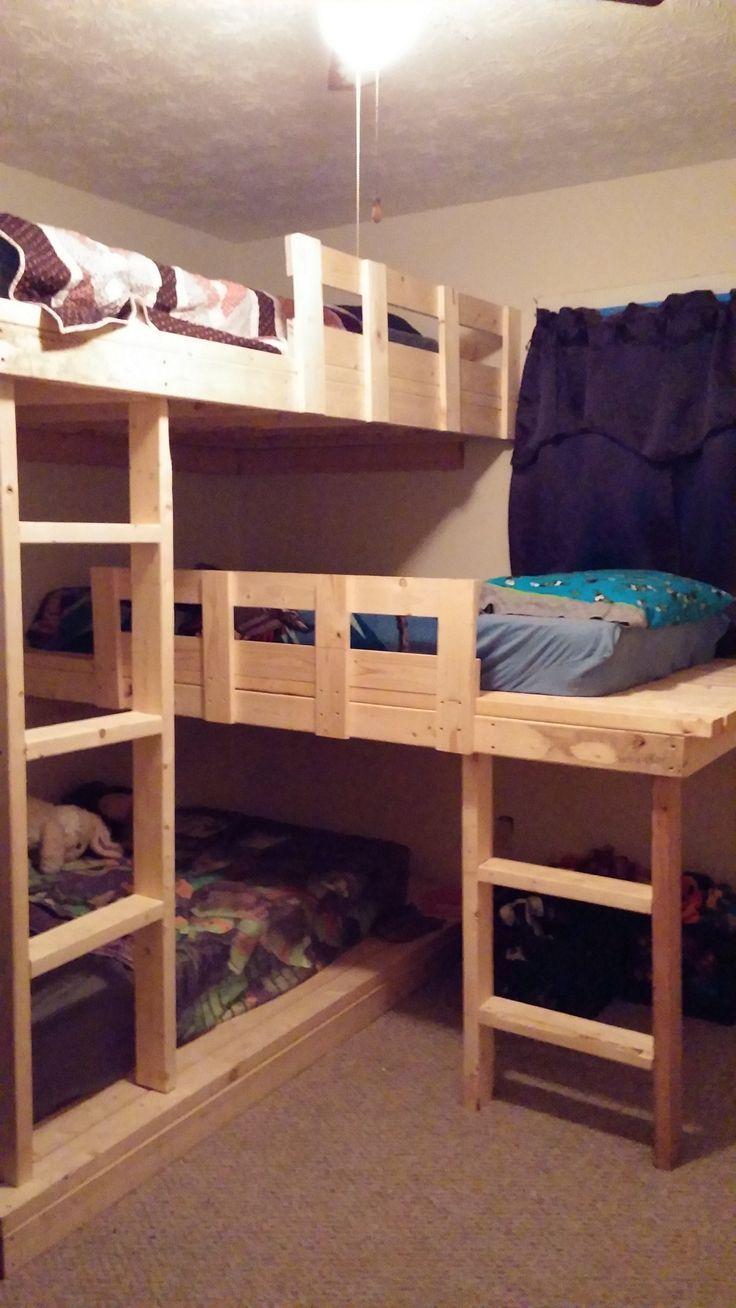 conserving space and staying trendy with triple bunk beds etagenbetten fr kinderloft - Hausgemachte Etagenbetten Fr Mdchen