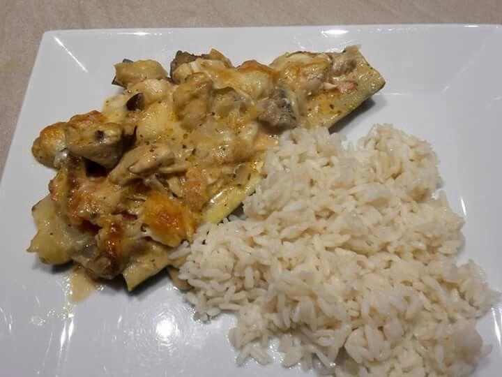 VTM koken.be Courgette boot : Champignons, tomaten, ajuin , look , aubergine, kipblokjes en een beetje Kruiden kaas