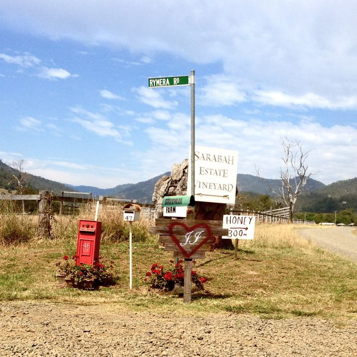 Guiding guests to the venue with rustic style signposting
