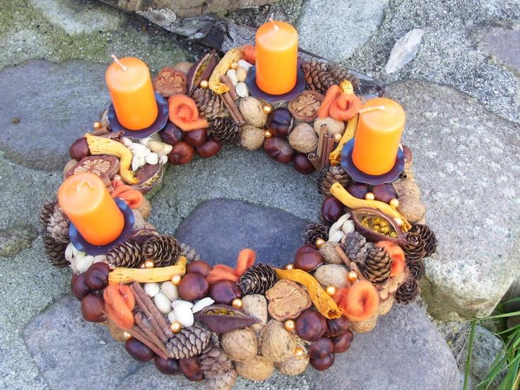 Adventní oranžový Adventní věnec z přírodnin. Svíčky oranžové.