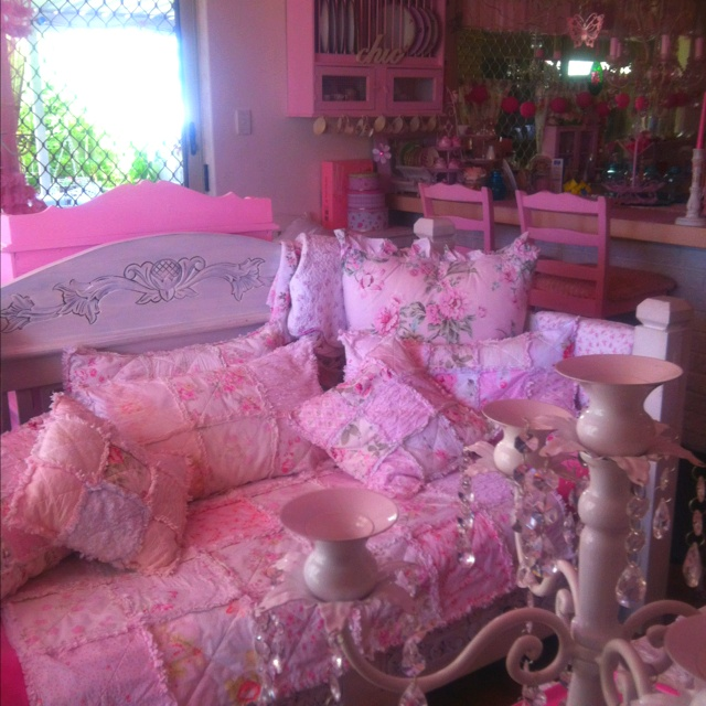24 best Kim\'s Beautiful Pink Home! http://pinterest.com ...