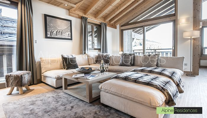 Located at the heart of the famous ski resort Courchevel 1650, on the pistes of the enormous ski area of the 3 Valleys, come and discover residence Aspen Lodge with its panoramique view. Book your holidays in Courchevel 1650 !