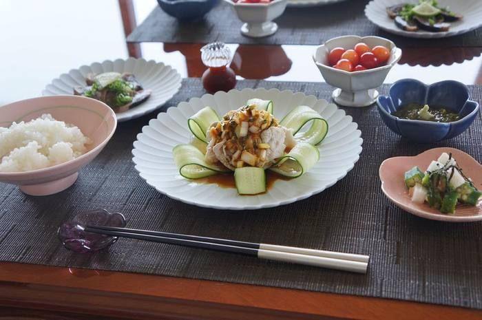 季節の食材や盛り付けを大切にする「和食」には、シンプルで美しいデザインが似合います。 それでは、和食を楽しむ際にぜひ使ってみたい憧れブランドの食器を紹介していきます♪