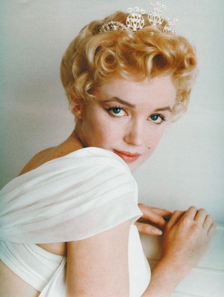 Marilyn Monroe crown
