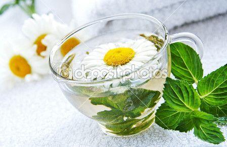 Кубок теплой ромашки мятный чай -